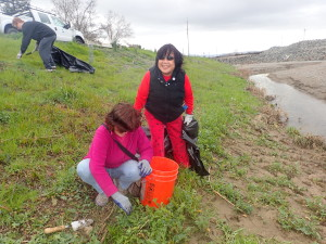 College roommates reconnect at Living Arroyos volunteer event